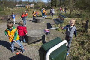 Zdjęcie: uczniowie polskiej szkoły Amersfoort podczas poprzedniej akcji sprzątania
